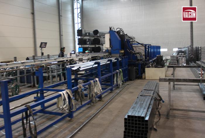 Innovazione e tecnologia per la produzione Valcom: macchine a controllo numerico ad alta precisione.