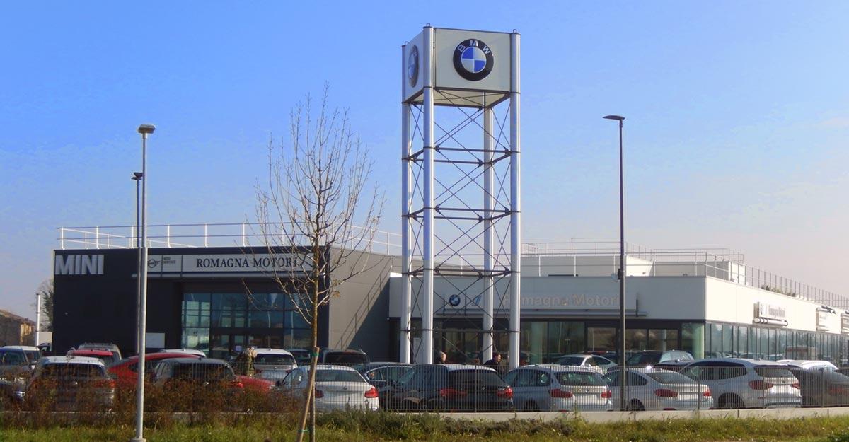 Porte rapide e portoni sezionali Valcom per lo showroom BMW